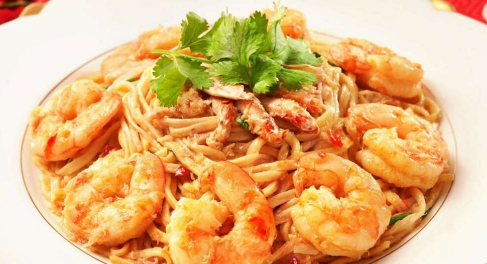 Braised Prawns, Crab Meat & E-Fu Noodles In Oyster Sauce